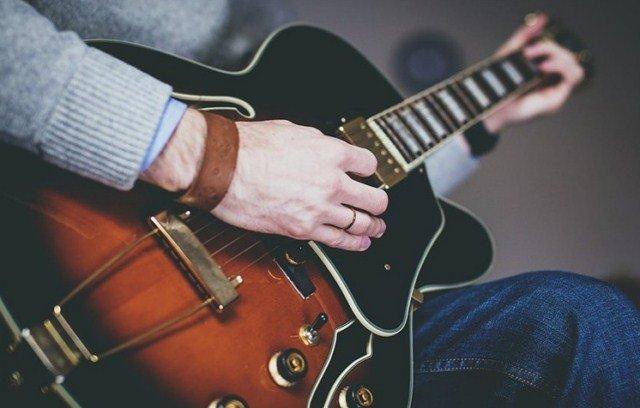 jak-zarobić-na-graniu-na-gitarze