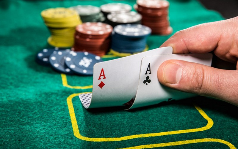 zarabianie-na-pokerze
