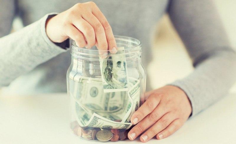 czy-komornik-moze-zabrac-pieniadze-z-konta-bankowego
