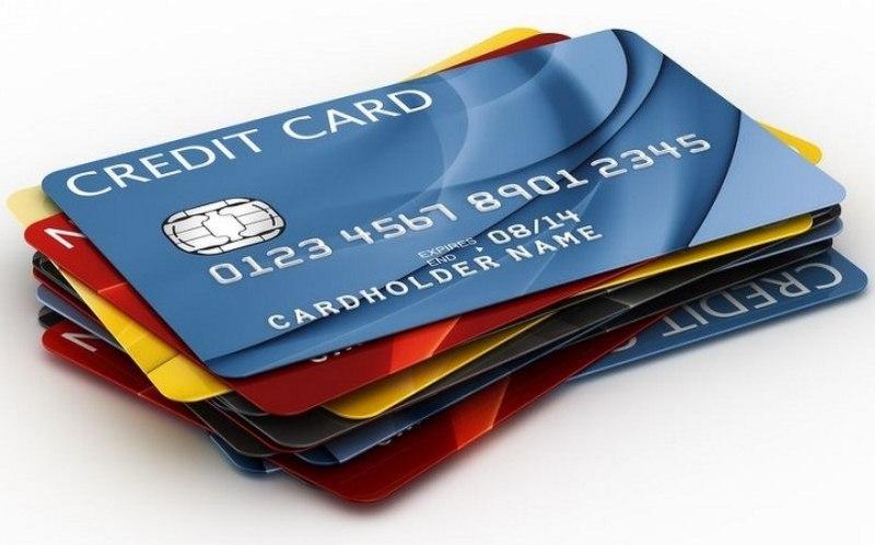 czym-sie-różni-karta-kredytowa-od-karty-debetowej